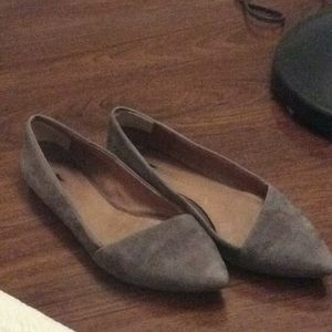 Madewell taupe flats suede in used condition.